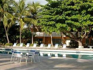 Kingston Hilton Hotel Kingston - Swimming Pool
