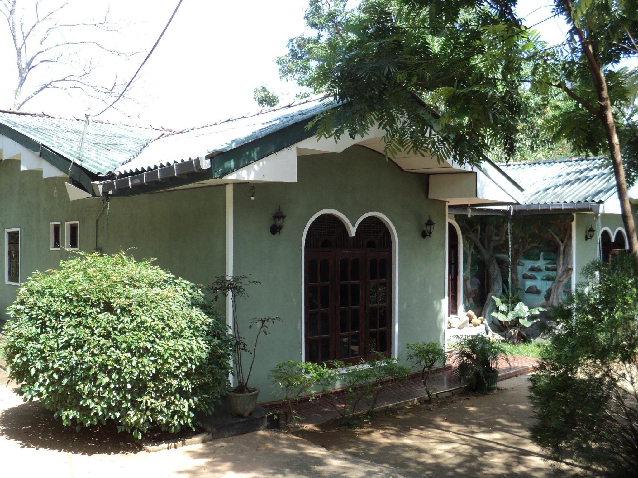 Summer Set Inn - Hotels and Accommodation in Sri Lanka, Asia