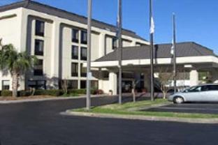 金塔夏洛特機場北酒店