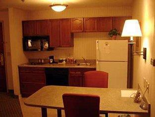 Hampton Inn & Suites Valley Forge-Oaks Hotel Oaks (PA) - King Suite with Kitchen