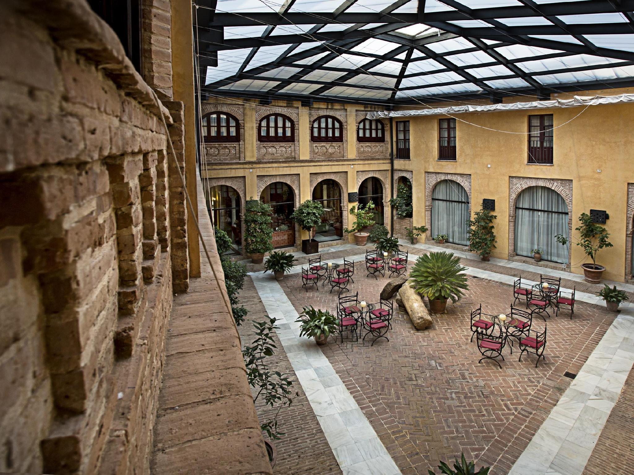 Alcazar De La Reina Hotel