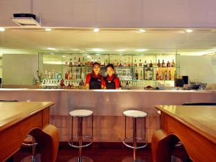 Le Fenix Sukhumvit 11 Bangkok by Compass Hospitality Bangkok - Food, drink and entertainment