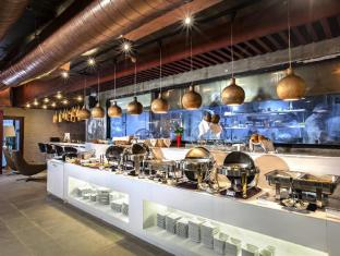 Omni Tower Sukhumvit Nana by Compass Hospitality Bangkok - Inteak Cafe