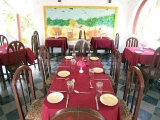 Colonia Jose Menino Resort South Goa - Food, drink and entertainment