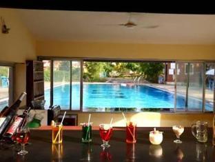 Colonia Jose Menino Resort Južna Goa  - bar/salon