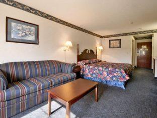 Ramada Limited Inn & Suites Hotel Pittsfield (MA) - Suite Room