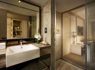 Nathan Hotel Hong Kong - Platinum Grand Room Bathroom