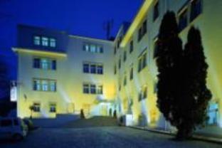 Mamaison Residence Sulekova photo