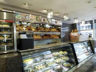 Metropark Hotel Kowloon Hong Kong - Cake Shop