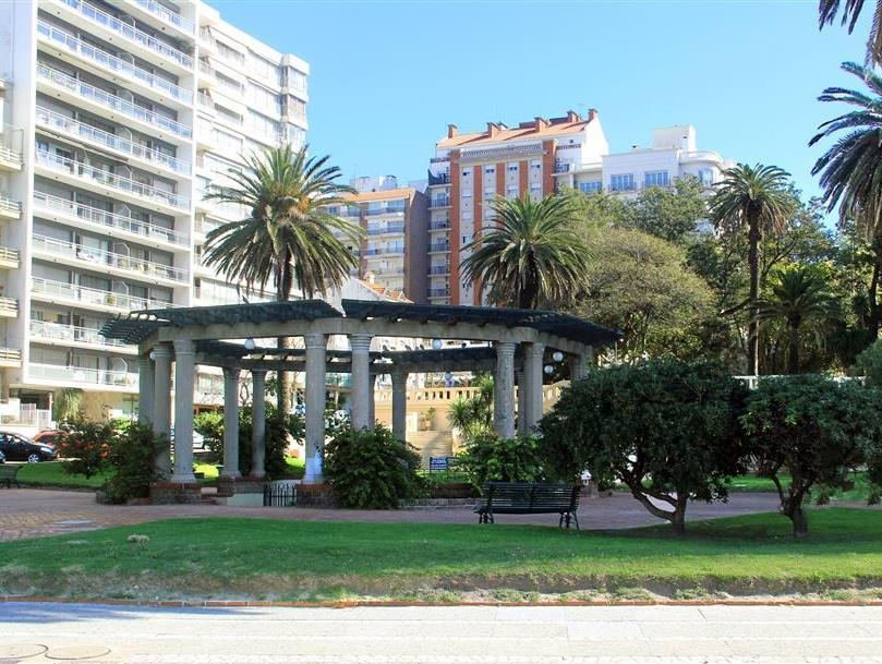 Pocitos Plaza Hotel - Hotels and Accommodation in Uruguay, South America