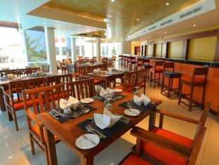The Sands by Aitken Spence Hotel Wadduwa - Food, drink and entertainment