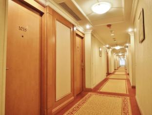 Harbour Plaza North Point Hotel Hong Kong - Corridor