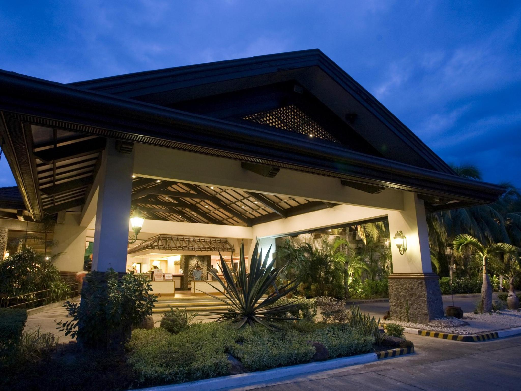 Waterfront Insular Hotel Davao - Hotels and Accommodation in Philippines, Asia