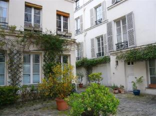 Apartment Rue Jarente Paris