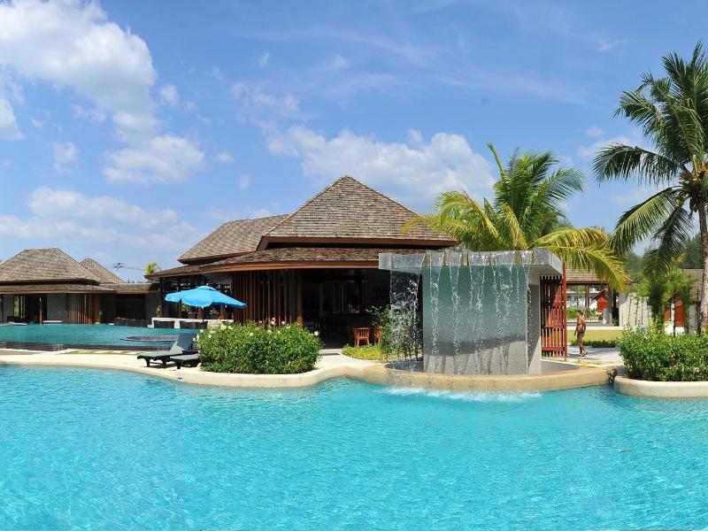 Apsara Beachfront Resort Villa