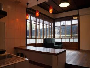 hotel Moons Cafe Vacation Rental