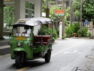 Hotel De Bangkok Bangkok - Main road to hotel