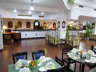 Breeze Hotel Chennai - Food, drink and entertainment