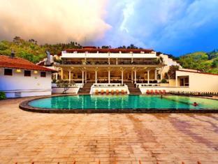 Cinnamon Citadel Kandy Kandy - Pool Side View