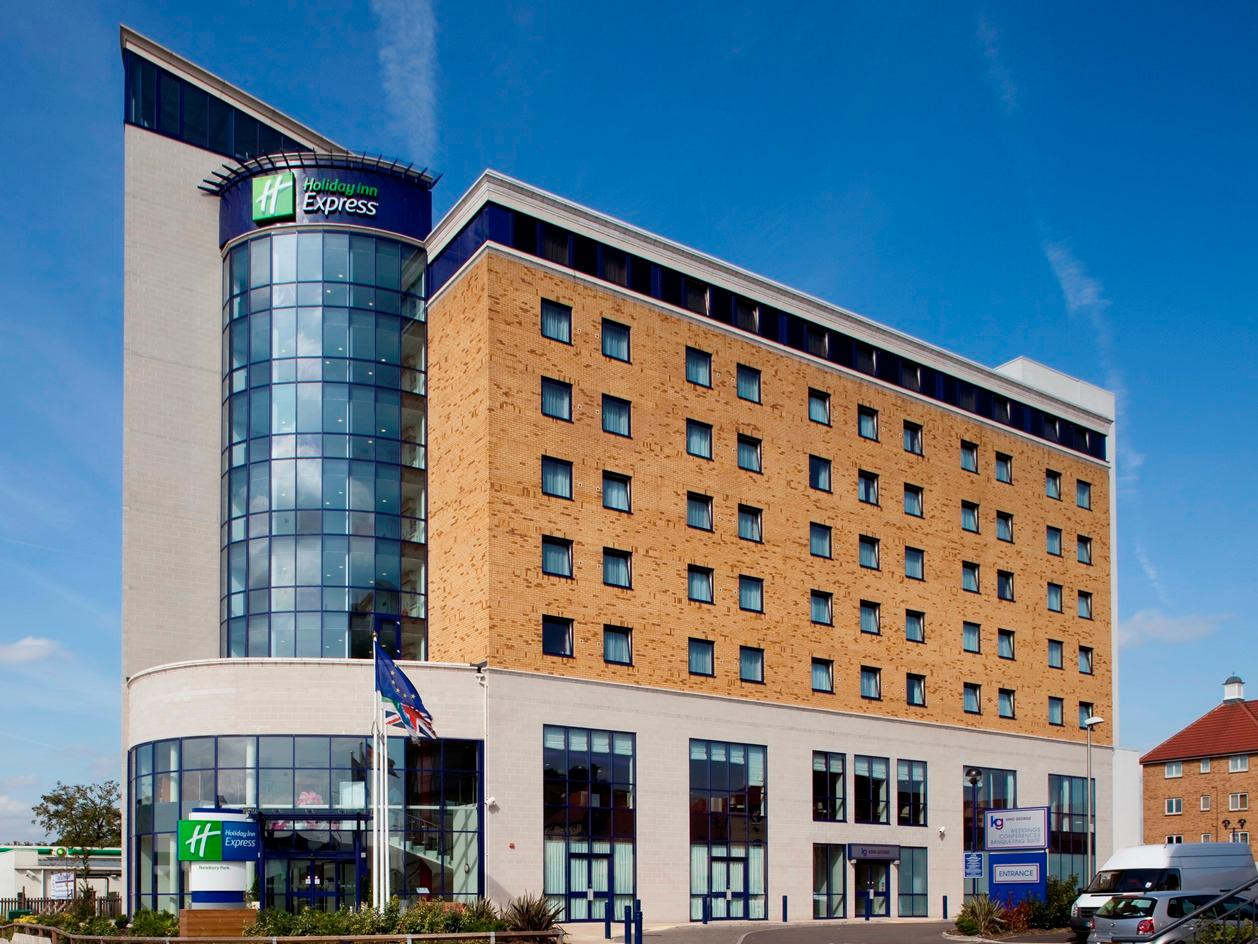 Holiday Inn Express London Newbury Park