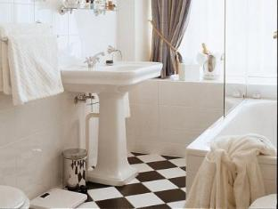St Petersbourg Hotel تالين - حمام