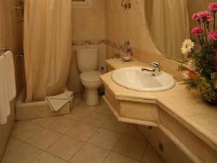 The Karvin Hotel Cairo - Bathroom