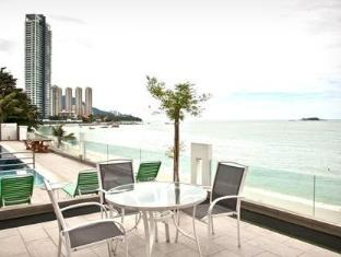 Naza Talyya Seaview Beach Hotel Penang - Beachline View