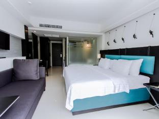 Sugar Marina Resort - Art - Karon Beach Phuket - Deluxe Pool View - Bedroom