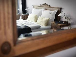 Hotel U Cerneho Orla Prague - Guest Room