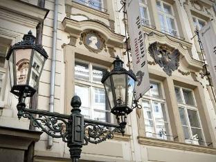 Hotel U Cerneho Orla Prague - Bahagian Luar Hotel