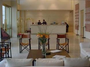 โรงแรมลอยสวีทเรคอเลตา บัวโนสไอเรส - เคาน์เตอร์ต้อนรับ