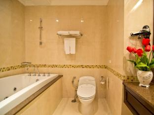 LK Renaissance Hotel Pattaya - Superior Bathroom