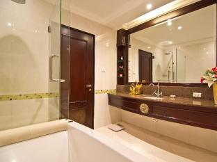 LK Renaissance Hotel Pattaya - Deluxe Bathroom