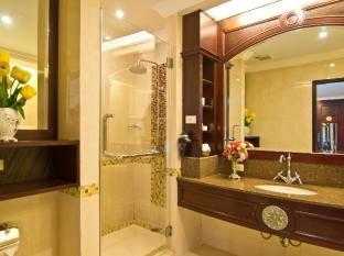 LK Renaissance Hotel Pattaya - One Bedroom Suite Bathroom