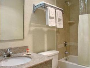 Super 8 Stamford Hotel Stamford (CT) - Bathroom