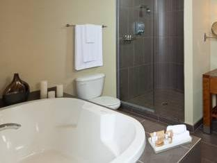 Chateau Laurier Hotel Quebec City (QC) - Bathroom