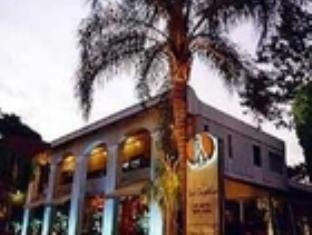 ラ カピラ ホテルの外観