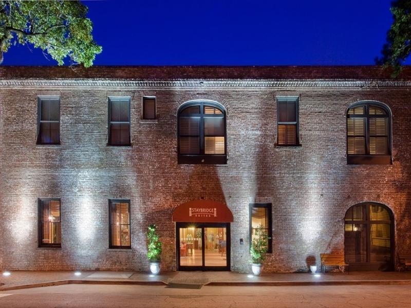 โรงแรมสเตย์บริดจ์สวีทส์สะวันน่าฮิสทอริคดิสทริคท์