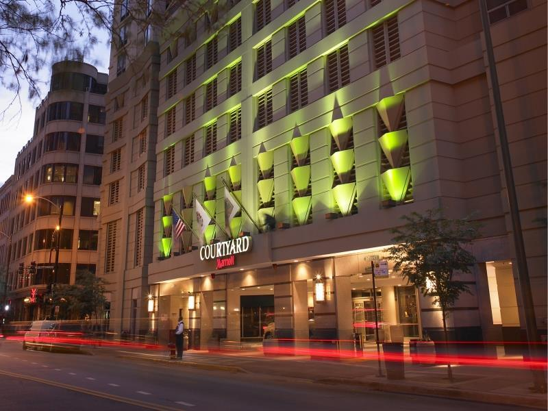 Courtyard By Marriott Chicago Downtown / River North Hotel