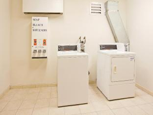 Holiday Inn Express Los Angeles-Univ Cty-Cahuenga Hotel Los Angeles (CA) - Laundry Facility