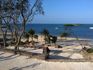 AZURI APARTMENT WITH DIRECT BEACH ACCESS