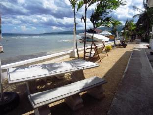 Ocean Bay Beach Resort Себу - Пляж