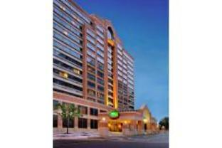 Courtyard By Marriott Crystal City Hotel