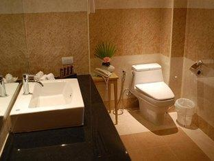 Chakungrao Riverview Hotel Kamphaengphet - Bathroom