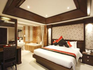 Rayaburi Hotel Patong Phuket - Superior (King size bed only)