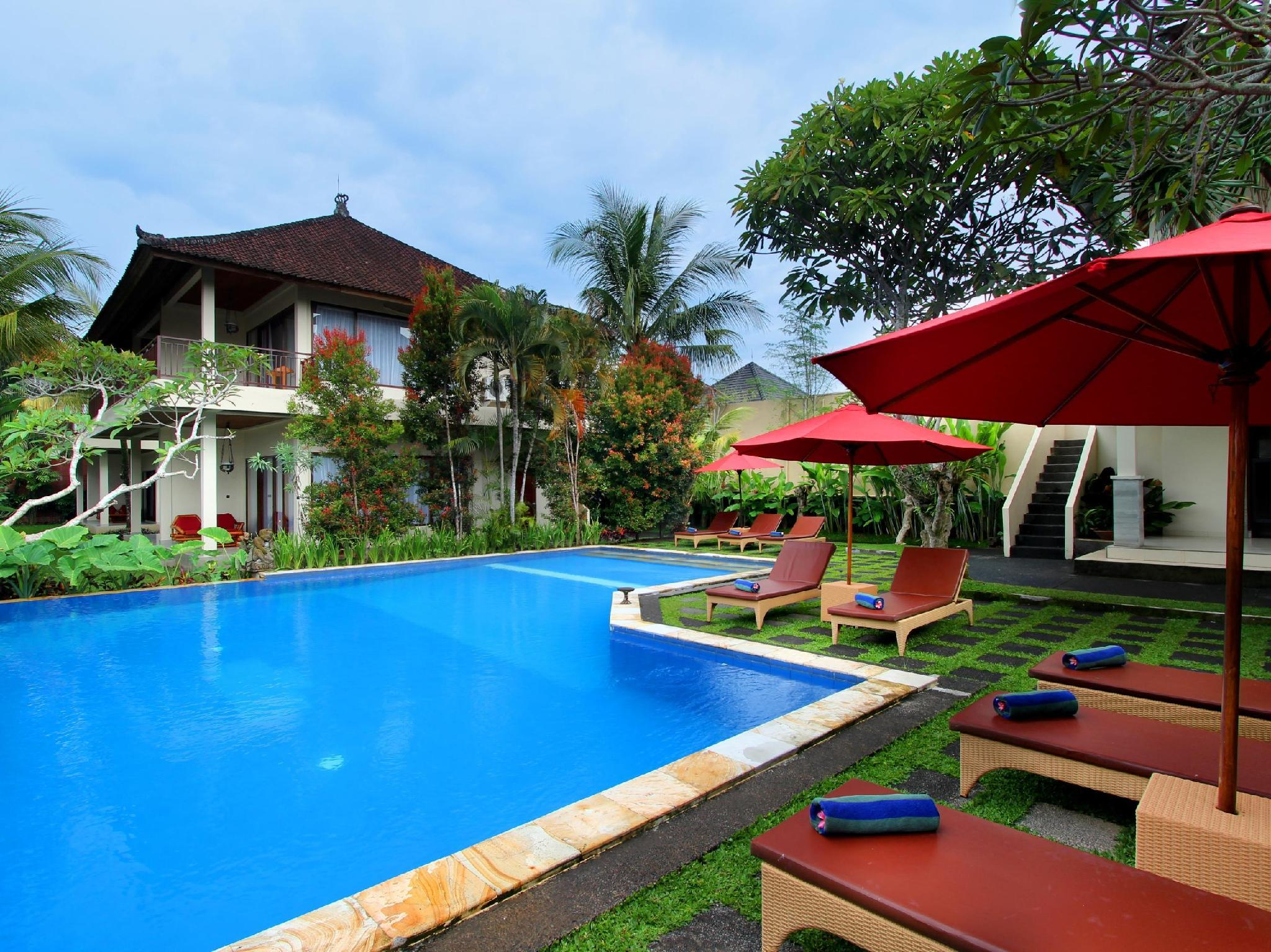 Putri Ayu Cottages Bali - View from swimming pool to Lobby