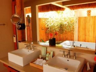 Eskaya Beach Resort and Spa Bohol - Kylpyhuone