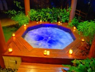 Eskaya Beach Resort and Spa Bohol - Jaccuzi