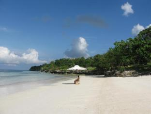 Eskaya Beach Resort and Spa Bohol - Strand