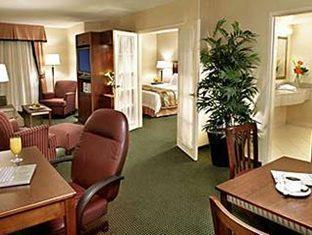 Fairfield Inn and Suites Toronto Airport Hotel Toronto - Suite